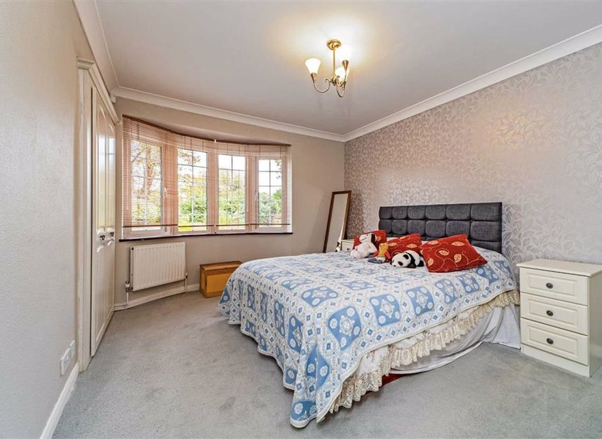 Properties for sale in Temple Gardens - TW18 3NQ view4