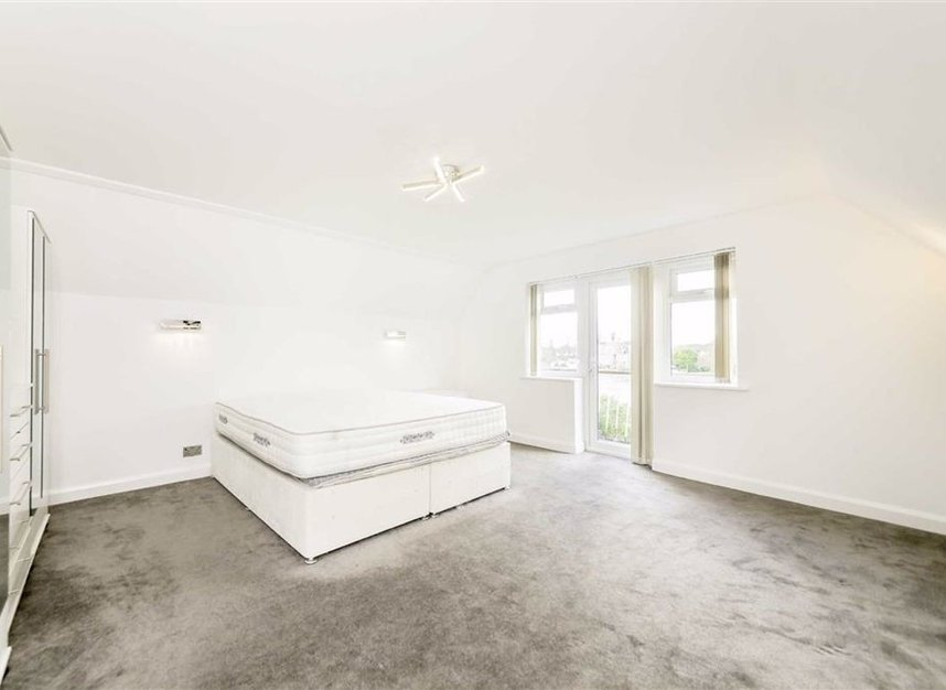 Properties for sale in Thames Side - TW18 2HF view6