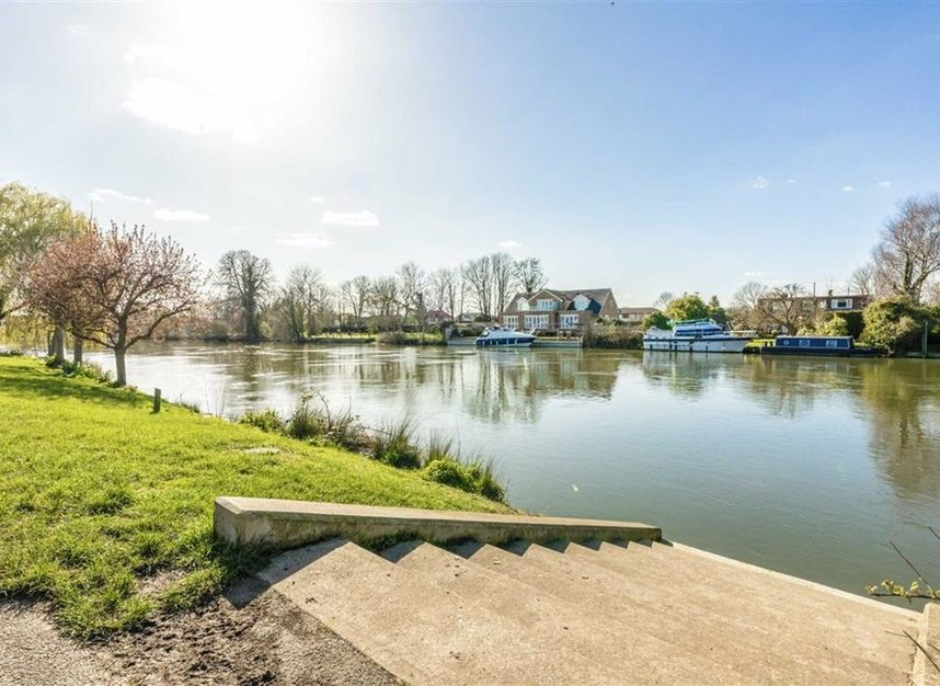 Properties for sale in Thames Side - TW18 2HF view2