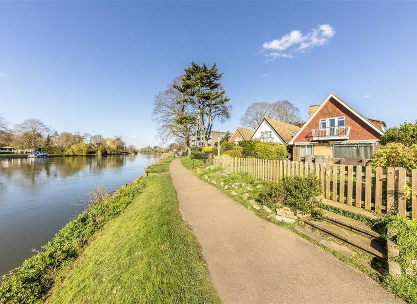 Properties for sale in Thames Side - TW18 2HF view1