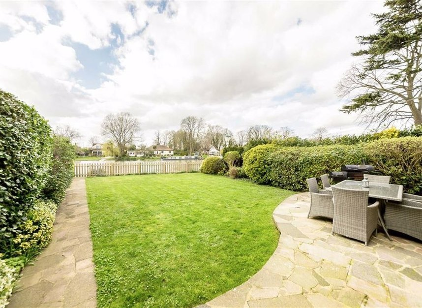 Properties for sale in Thames Side - TW18 2HF view9