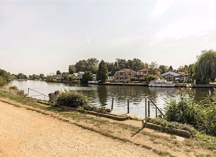 Properties for sale in Thames Side - TW18 2HQ view1