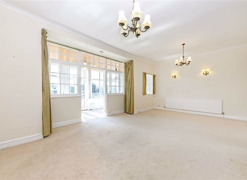 Properties for sale in Thames Side - TW18 2HQ view3