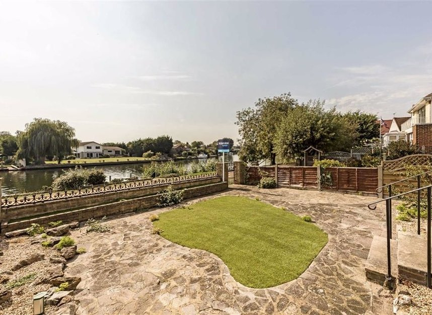 Properties for sale in Thames Side - TW18 2HQ view8