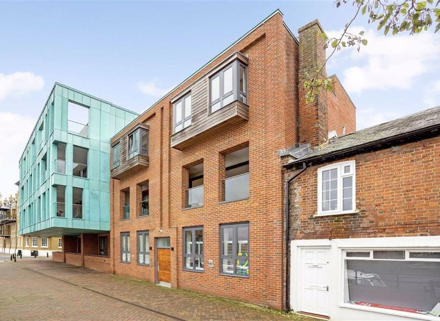 Properties for sale in Thames Side - SL4 1QN view2