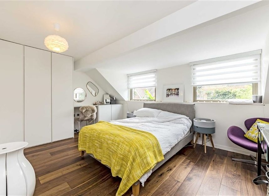 Properties for sale in Twickenham Road - TW11 8AG view6