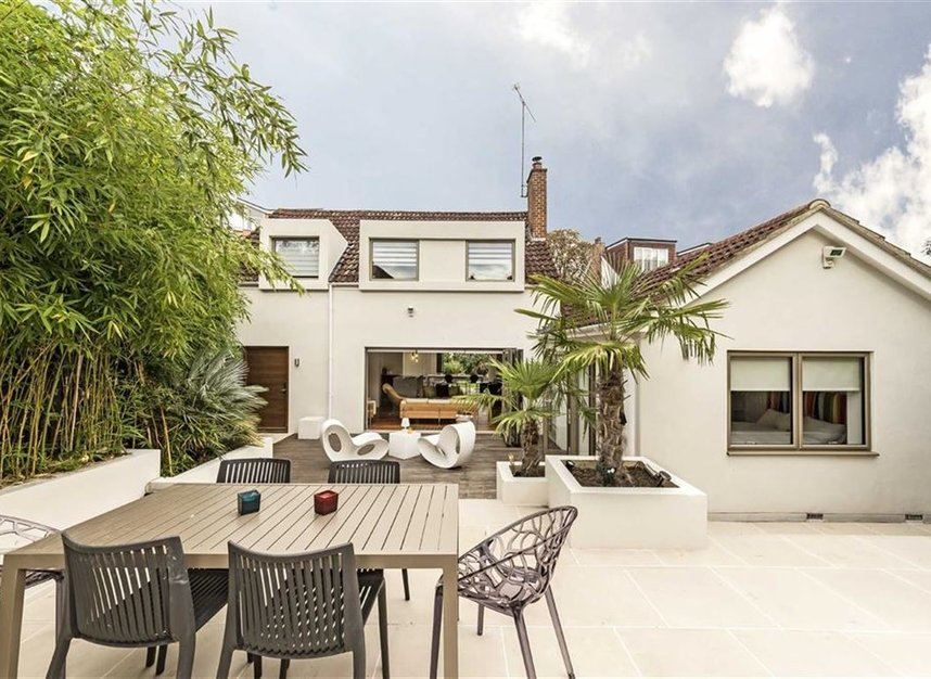 Properties for sale in Twickenham Road - TW11 8AG view1