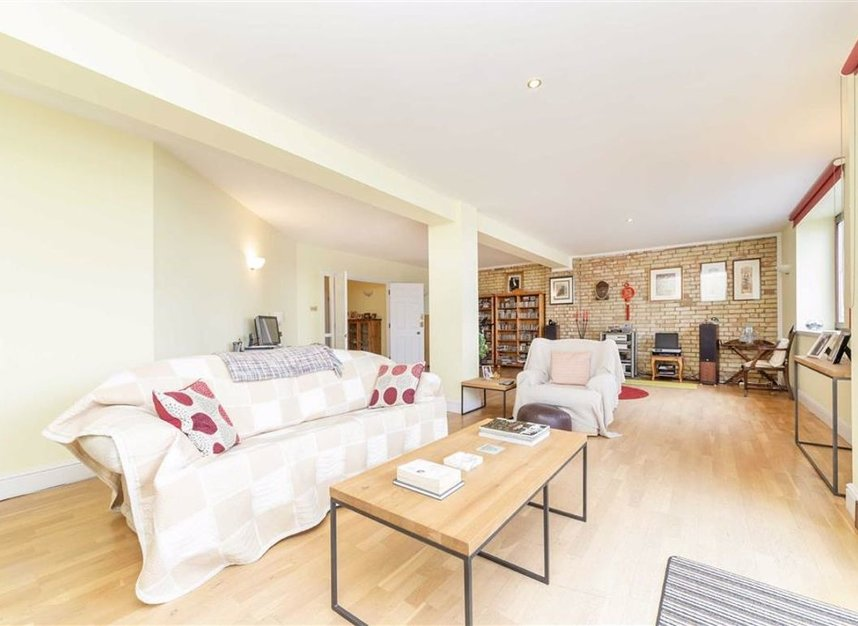 Properties for sale in Wapping High Street - E1W 2NJ view4