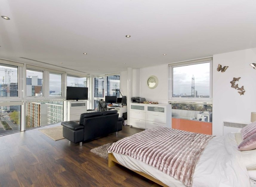 Properties for sale in Western Gateway - E16 1AP view7
