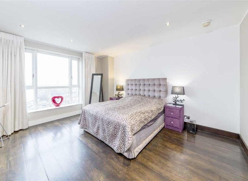 Properties for sale in Westferry Circus - E14 8RJ view6