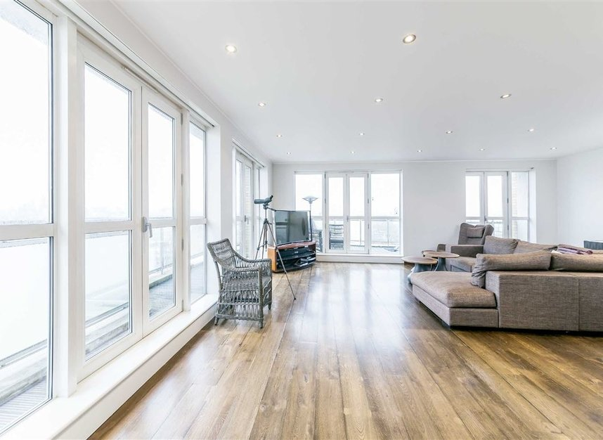 Properties for sale in Westferry Circus - E14 8RJ view2