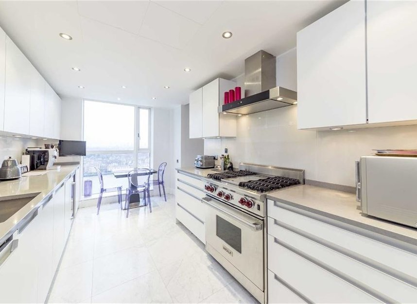 Properties for sale in Westferry Circus - E14 8RJ view3