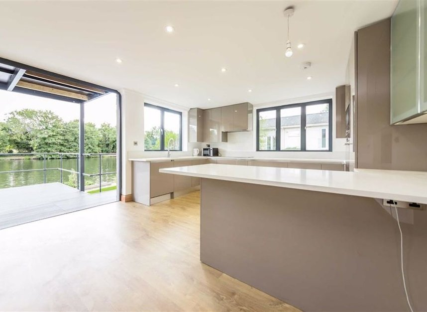 Properties for sale in Wheatleys Eyot - TW16 6BU view3