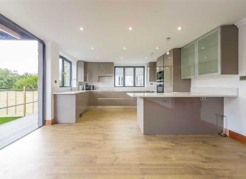 Properties for sale in Wheatleys Eyot - TW16 6BU view6