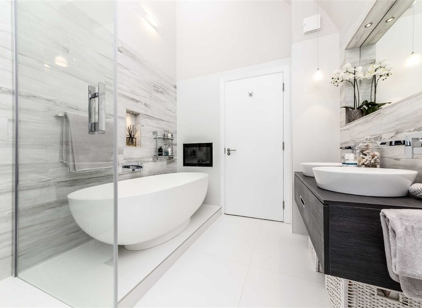 Properties for sale in York Road - SW11 3RS view12