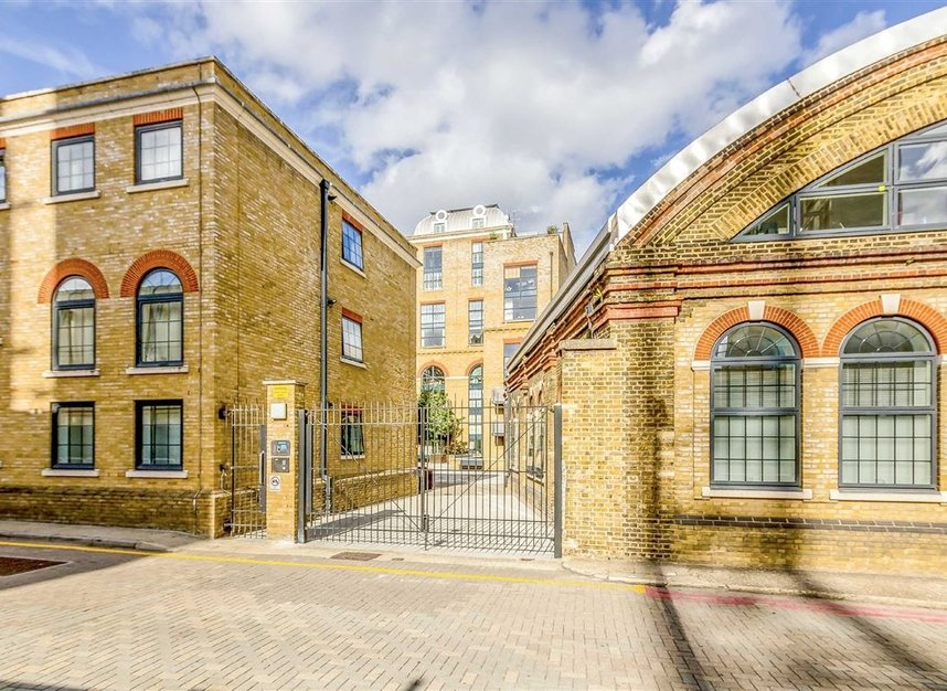 Properties for sale in York Road - SW11 3RS view11