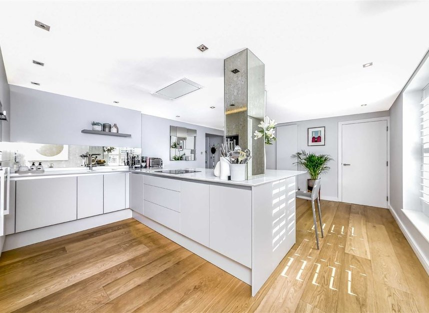 Properties for sale in York Road - SW11 3RS view3