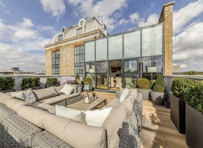 Properties for sale in York Road - SW11 3RS view1