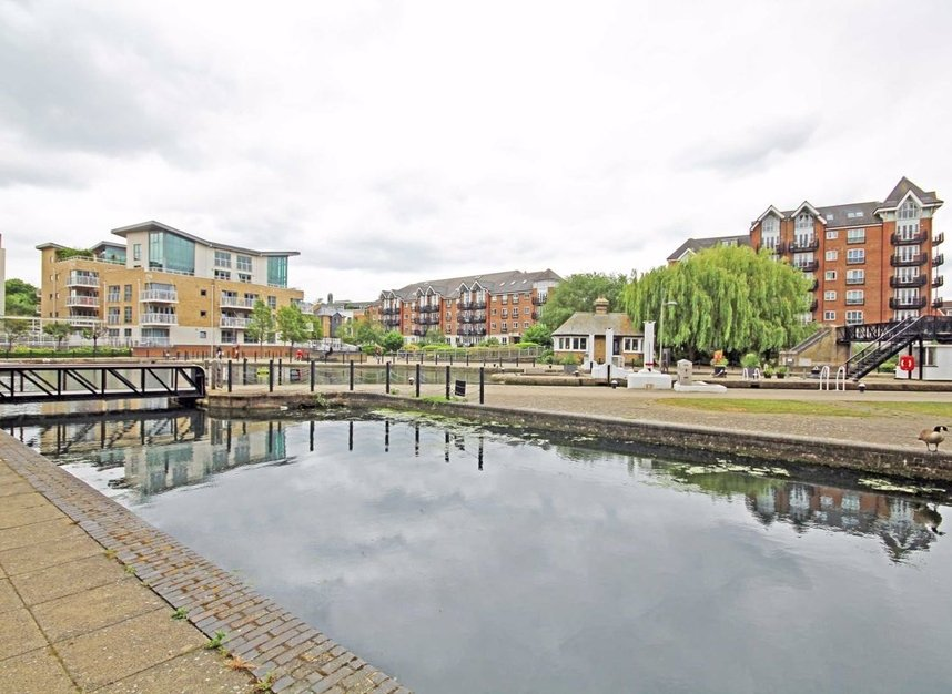Properties to let in Boaters Avenue - TW8 8FG view1