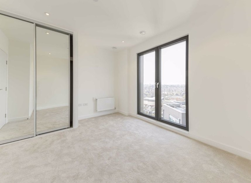 Properties to let in Creek Lane - SW18 1SY view5