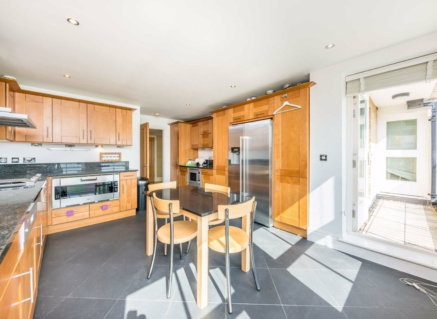 Properties to let in Imperial Crescent - SW6 2QW view5