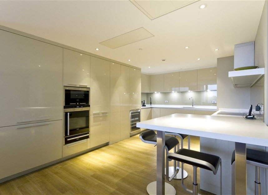 Properties to let in Lower Thames Street - EC3R 6AG view2