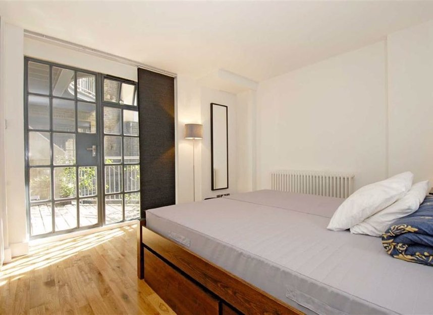 Properties let in New Globe Walk - SE1 9DX view3