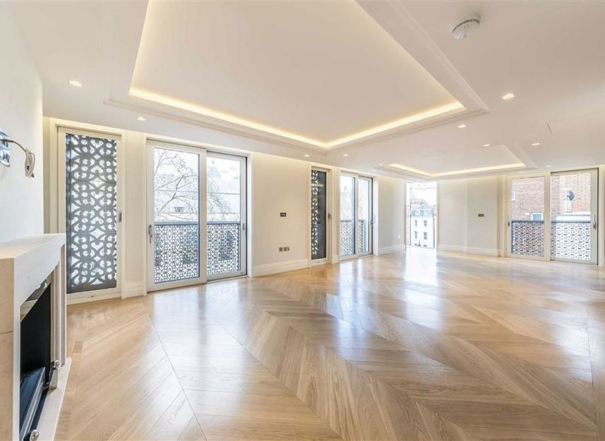 Properties to let in Strand - WC2R 1AB view2