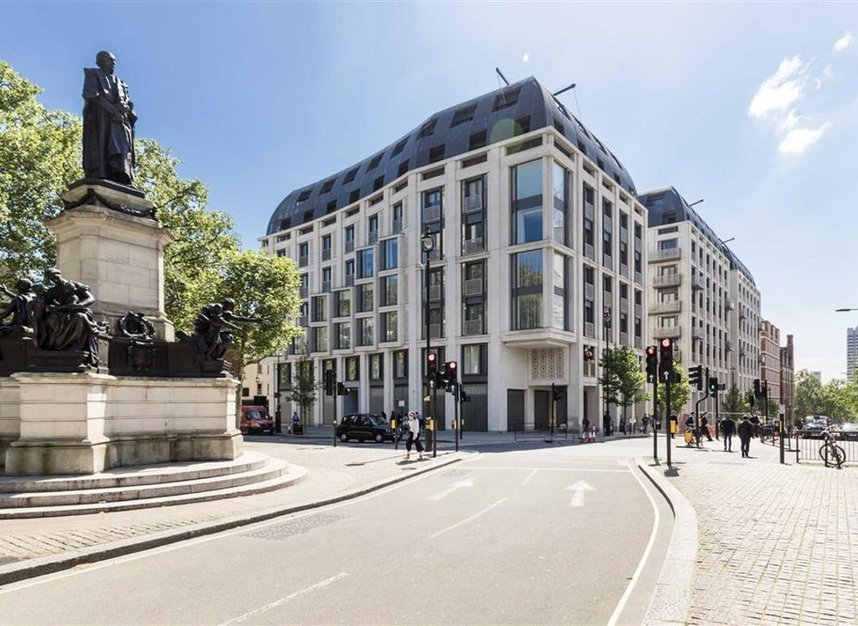 Properties to let in Strand - WC2R 1AB view1